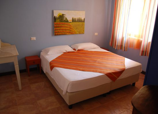 Camera da letto trilocale, double room in the three room apartment